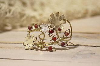 Náramky - Mosadzný pevný náramok so svetlými kvetmi a červeným achátom - Slavianka - 9037041_
