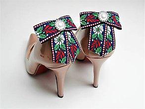 Obuv - Klipy na topánky - biele modré čierne folklórne mašle s bielou perlovo-štrasovou ozdobou (modrá stuha variant 2) - 9040770_