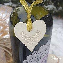 Darčeky pre svadobčanov - Ozdoby na fľaše - 9041683_