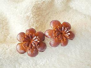 Náušnice - Náušnice kožené, kvetinky - 9041934_