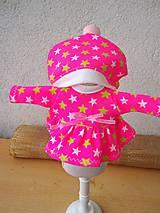 - Šatočky a čiapka pre bábiky- 25-27 cm. - 9044267_