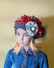Detské čiapky - Cervena predlzena s kozusinovym brmbolcom SKLADOM - 9045741_