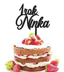 Dekorácie - Dekorácia na tortu s menom a číslom (výška: 8cm šírka: do 15cm - Zlatá) - 9049864_