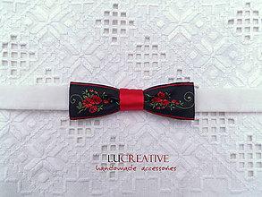 Doplnky - Pánsky motýlik na ľudovú nôtu – červené ruže - 9051186_