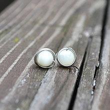 Náušnice - perleťové napichovačky - 9051099_