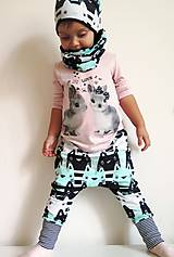 Detské oblečenie - tepláky z biobavlny Zvedavé mačiatka (mentol) - 9056099_