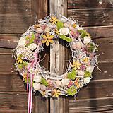 Dekorácie - Jarný veniec na dvere - 9055105_