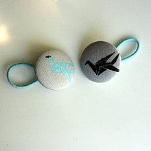 Detské doplnky - Gumičky do vlasov s buttonkami Origami žeriavy (s dospeláckou gumičkou) - 9062066_