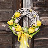 Jarný žltý venček na dvere