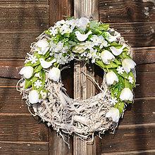 Dekorácie - Biely veniec na dvere s vtáčikmi - 9063565_