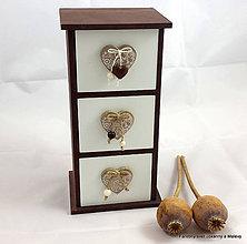 Krabičky - trojšuplíková šperkovnica Prírodná so srdiečkami - 9063098_