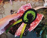 Odznaky/Brošne - Vlasy kvetmi vyšívané - 9067248_