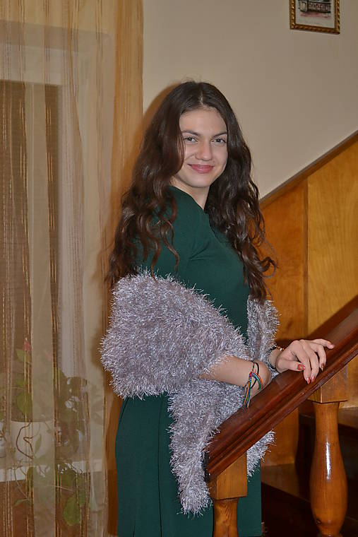Sivo-strieborná štóla na plesové šaty   LanaDesign - SAShE.sk ... b817675cb15