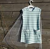 Šaty s vlečkou - mint