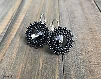Náušnice - Elegantné čierne náušnice so Swarovski rivolkami - 9066891_