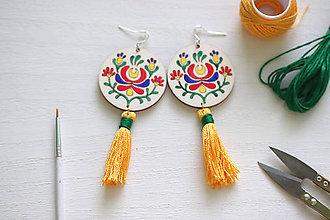 Náušnice - Vábivá slnečná - ručne maľované náušnice so strapcom - 9067443_