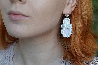 Náušnice - Svadobné rúžovo-biele šujtášové náušnice - Swarovski/striebro - 9072070_