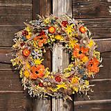 Dekorácie - Pestrý sušený veniec na dvere - 9073716_