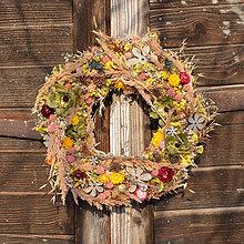 Dekorácie - Pestrý sušený veniec na dvere - 9073686_