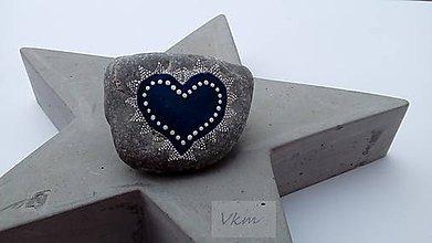 Dekorácie - Modré čipkované na betóne - Na kameni maľované - 9070866_