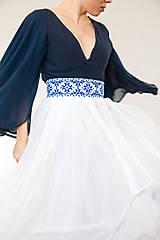 Sukne - Sukňa s madeirou a modrou výšivkou - 9080262_