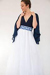 Sukne - Sukňa s madeirou a modrou výšivkou - 9080265_