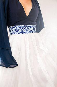 Sukne - Sukňa s madeirou a modrou výšivkou - 9080267_