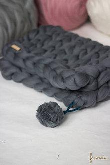 Úžitkový textil - Merino deka pre bábätko s brmbolcom - 9079344_