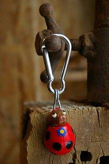 Kľúčenky - Kľúčenka LIENKA - lieskový orech - 9080215_