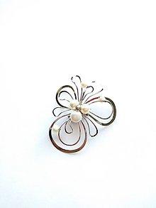 """Odznaky/Brošne - Brošňa B2P """"Navzdory času"""" květ s bílými perlami - 9081268_"""