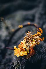 - Kvetinová čelenka
