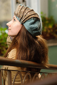 Čiapky - Elegantný vlnený bledomodrý klobúk s hodvábnym detailom - 9085133_