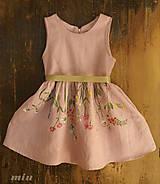 Detské oblečenie - Detské staroružové šaty s lúčnymi kvetmi - 9085738_
