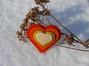 Odznaky/Brošne - Drevené brošne Srdce dúhy (Červená) - 9088313_