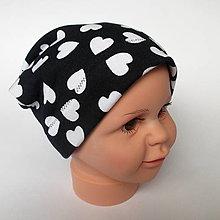 Detské čiapky - detská bavlnená čiapka (čierno-biela srdiečková) - 9093828_