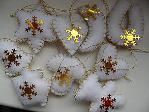 Dekorácie - malé vianočné ozdôbky bielozlaté mix - 9091320_