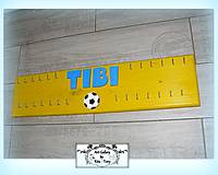 Dlhý vešiak s menom pre futbalistu :)