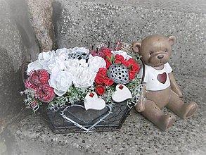 Dekorácie - biele ruže s príchuťou jabĺk v plechovej nádobke so ♡ - 9099197_