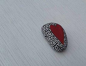 Dekorácie - Srdiečko z lásky - Na kameni maľované - 9098218_