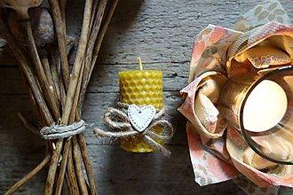 Svietidlá a sviečky - sviečka z včelieho vosku- malá- pre zaľúbených - 9096171_