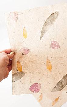 Papier - Ručný papier s kvetmi (28x20,5cm) - 9096670_