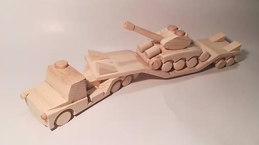 Auto na prevoz tanku