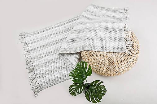 Háčkovaný koberec so strapcami - scandinavian living
