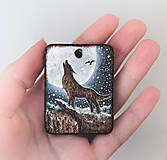 - Amulet VLK - maľovaný drevený prívesok pre J. - 9103544_