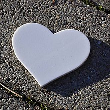 Materiál ručne robený - Výrez Srdce 7,7x6,6 cm - 9103003_