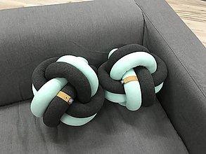 Úžitkový textil - Vankúš pletený gombik - 9105257_
