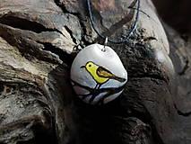 Náhrdelníky - Žltý vtáčik na konáriku - 9101592_