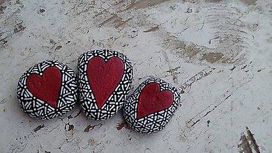 Dekorácie - Srdiečka z lásky - Na kameni maľované - 9105564_