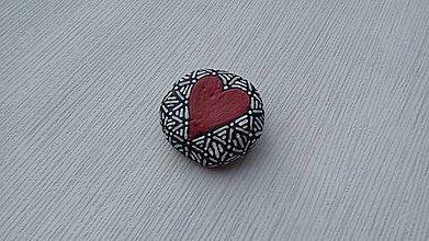 Dekorácie - Srdiečko z lásky - Na kameni maľované - 9105678_