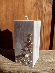 Svietidlá a sviečky - Sviečka hranol zdobená korálkami - 9101212_